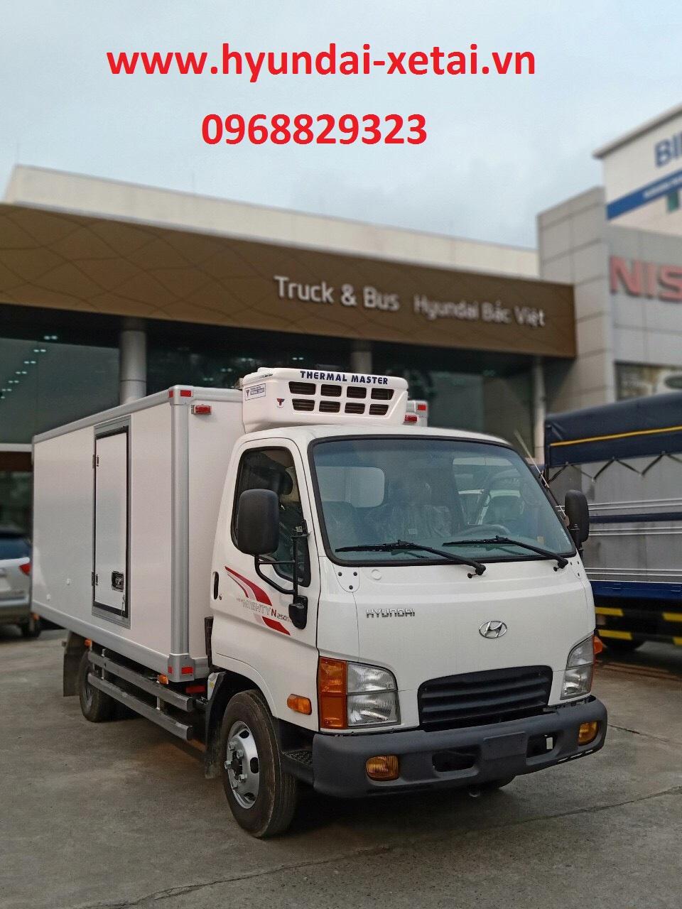 Hyundai Xe tải 2.5 tấn N250SL Thùng 4M3 đông lạnh