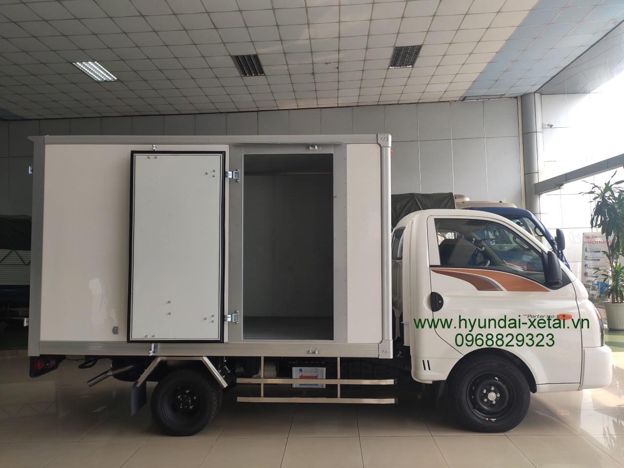 Giá xe tải H150 Hyundai thùng kín composite 2020