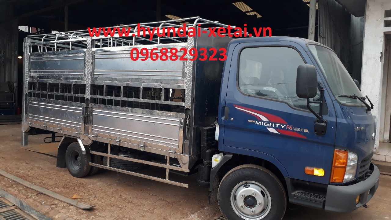 xe tải chở lợn 2.5 tấn